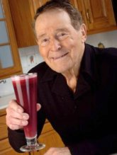 http://www.everlive.ru/jack-lalanne-the-godfather-of-fitness/