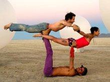 Акро-йога: занятие втроем