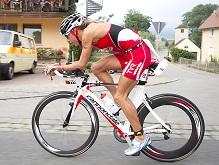 Крисси Веллингтон на велосипеде